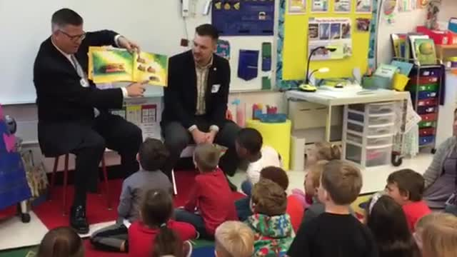 Rep. David Welter and US Rep. Randy Hultgren read to a group of kindergarteners.